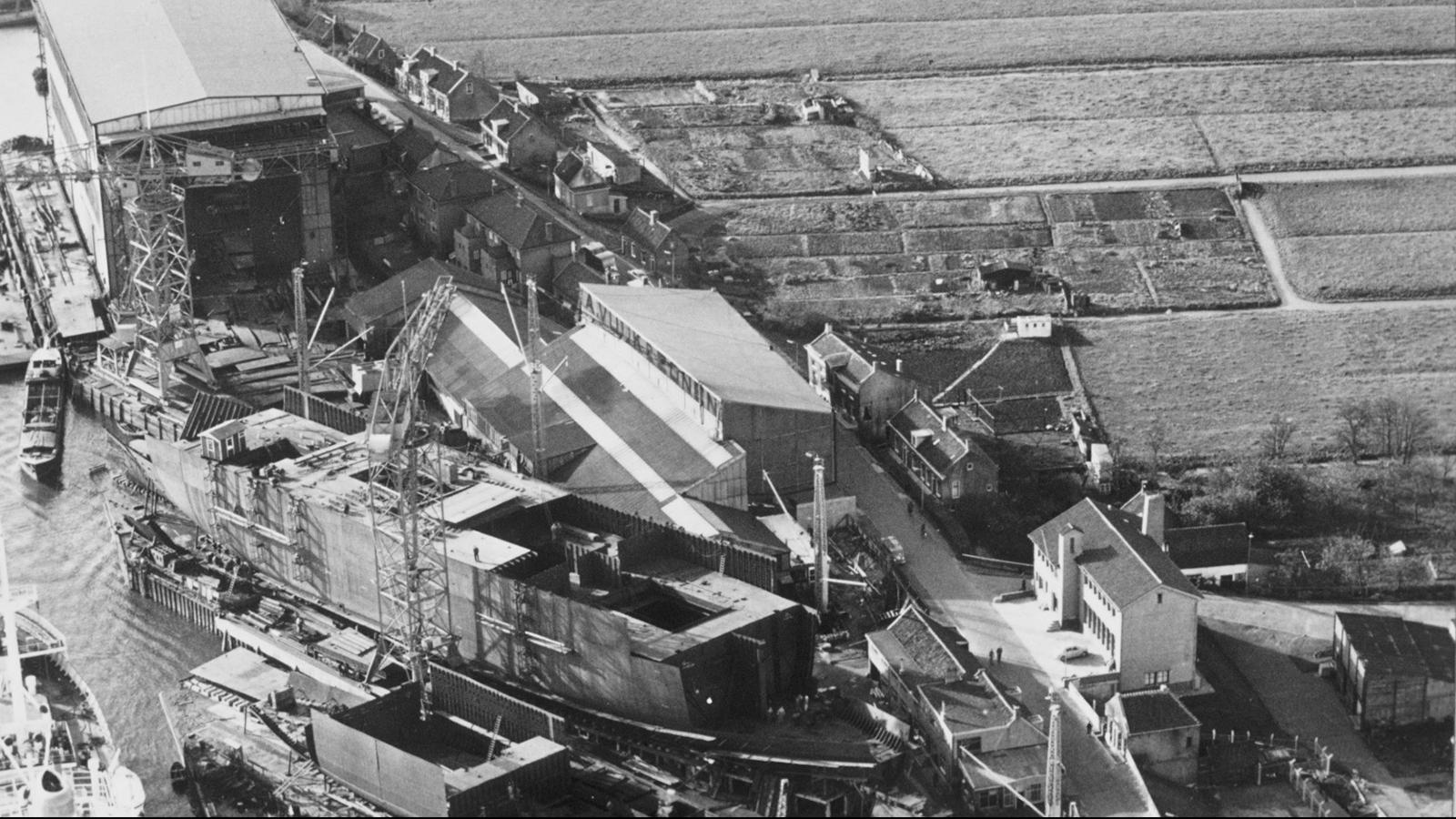 Image: Vuyk's shipyard in 1948
